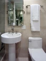 От две срещуположни огледала се получава ефект на безкрайност.