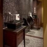 Огледална стена срещу врата.Сигурен начин да забравите завинаги,че имате малка баня.