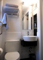Закачалка над тоалетна,стилен начин за подреждане на хавлии.
