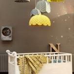 Така може да осветите детската стая.Не забравайте да подплатите лампите с термоустойчива хартия