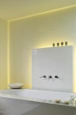 Скрито осветление в таван и зад стена
