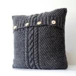 Възглавница от стар пуловер