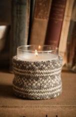 Облечете свещника с ръкав от стар пуловер