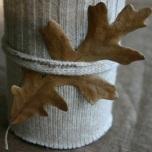 Свещник,облечен с ръкав на стар пуловер