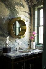 Акцент огледало,придаващо дълбочина на помещението с дизайна си,наподобяващ корабен люк