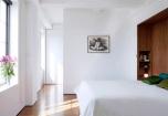 Дрешникът - поглед от спалнята.