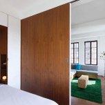 Нишите от двете страни на леглото служат за нощни шкафчета. Останалото пространство над, под тях и отгоре над леглото служи също за складиране.
