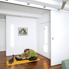 Втората функция на помещението е място за йога