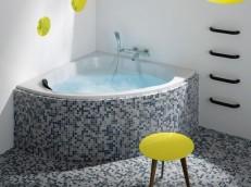 Използването на един и същ материал за декорацията на ваната и пода, създава излюзия за едно цяло.